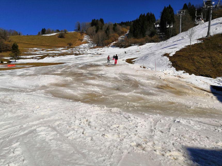 Les pistes de ski, elles aussi, ont pâti du soleil assassin