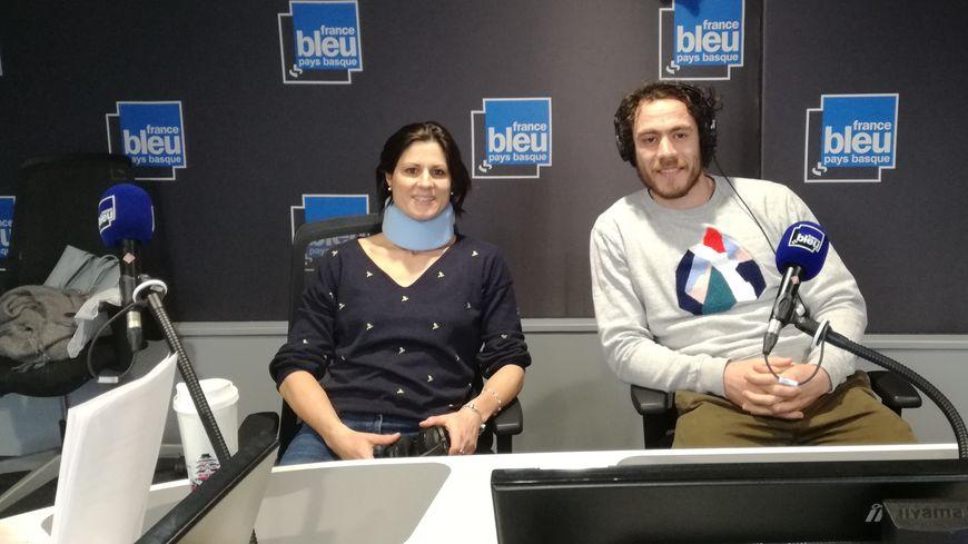 Marie-Tjana Picavet, arbitre de hockey, et Julien Jané, ailier de l'Aviron Bayonnais, invités du Pack des Sports de France Bleu Pays Basque