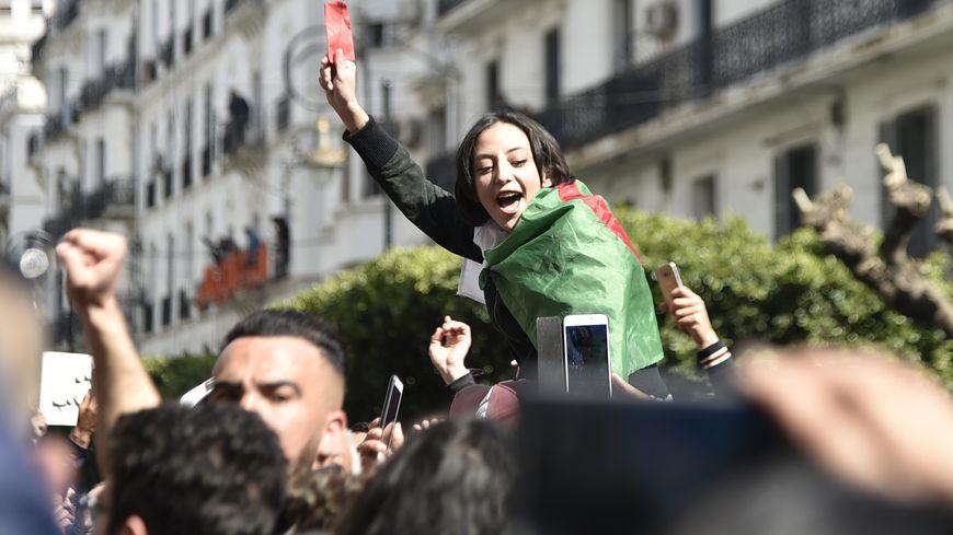 Des centaines d'Algériens sont de nouveau descendus dans la rue pour s'opposer à un 5e mandat du président Bouteflika