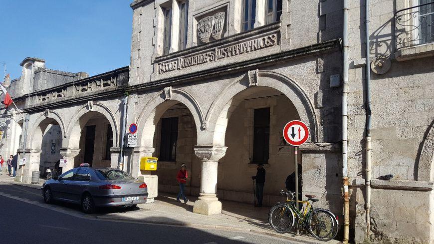 La Maison des Syndicats, en plein centre ville de La Rochelle.