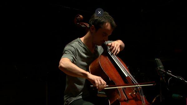 Improvisation de Gaspar Claus au violoncelle