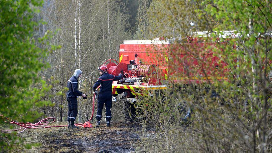 L' accès est difficile pour les pompiers corréziens qui luttent contre un feu de forêt à Chaumeil (photo illustration)