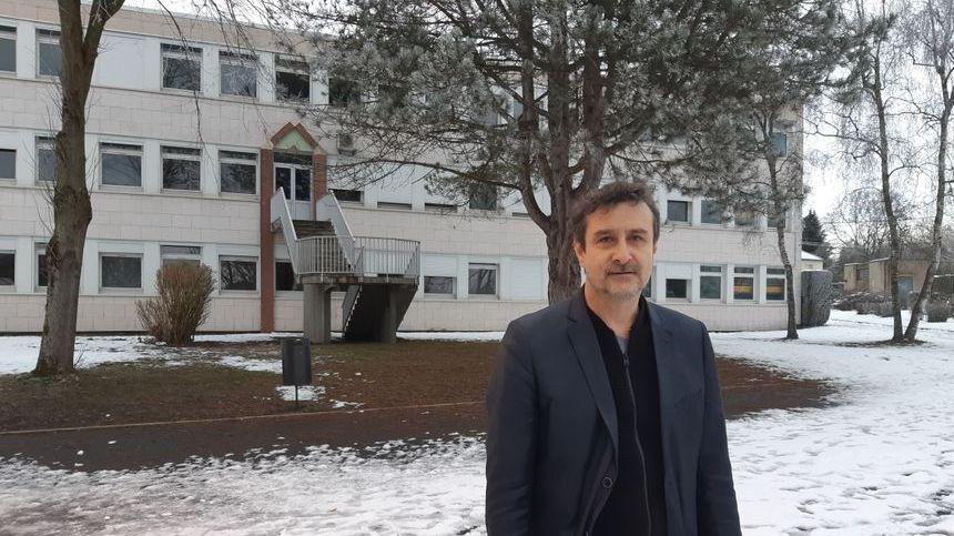 Emmanuel Corre, principal du collège Les Coudriers de Villers-Bocage : jusqu'à de 90% des 600 élèves sont absents depuis le début de l'épisode neigeux