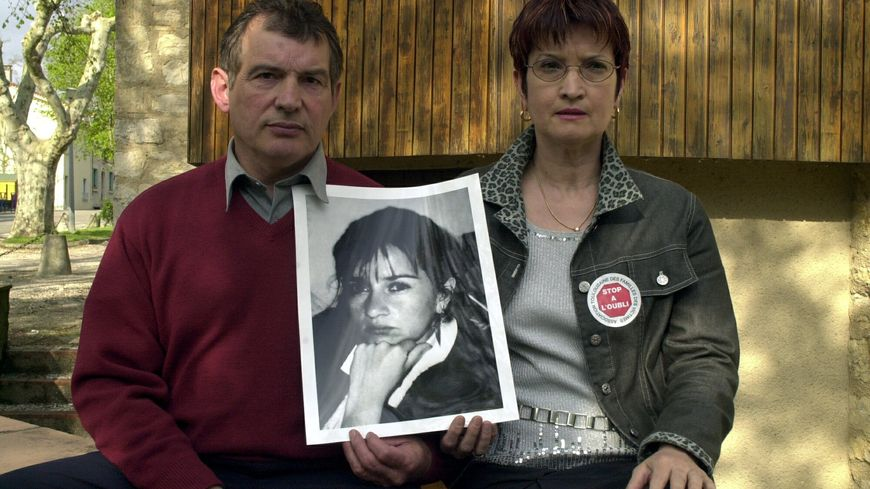 Les proches de Martine Escadeillas, à droite sa soeur Léa, photographiés en 2004.