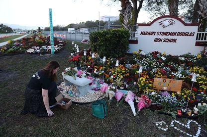 Les hommages devant le lycée de Parkland un an après la tuerie