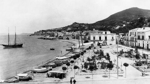 """""""L'Amie prodigieuse"""" d'Elena Ferrante (8/10) : Un été à Ischia"""