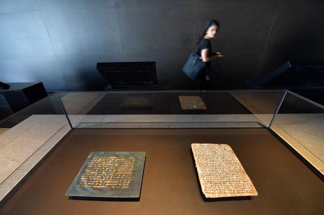 Un ancien exemplaire du Coran exposé au Louvre Abou Dabi