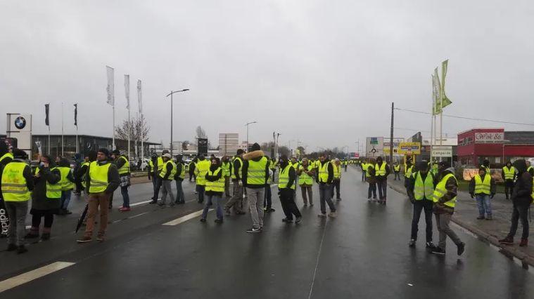 Les gilets jaunes à Poitiers sud lors de l'acte 9.
