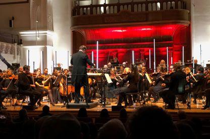 La symphonie a été interprétée à Londres, en début de semaine, par un véritable orchestre philharmonique