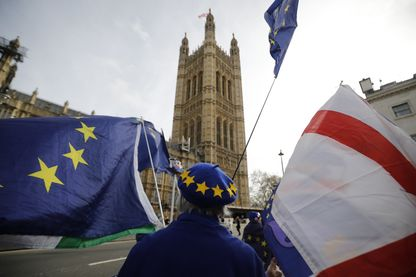 Un manifestant pro-Européen pendant l'intervention de Theresa May devant le Parlement britannique ce mardi 12 février