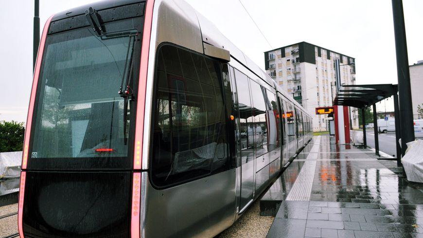 Le Tram de circule pas entre Beffroi et Vaucanson