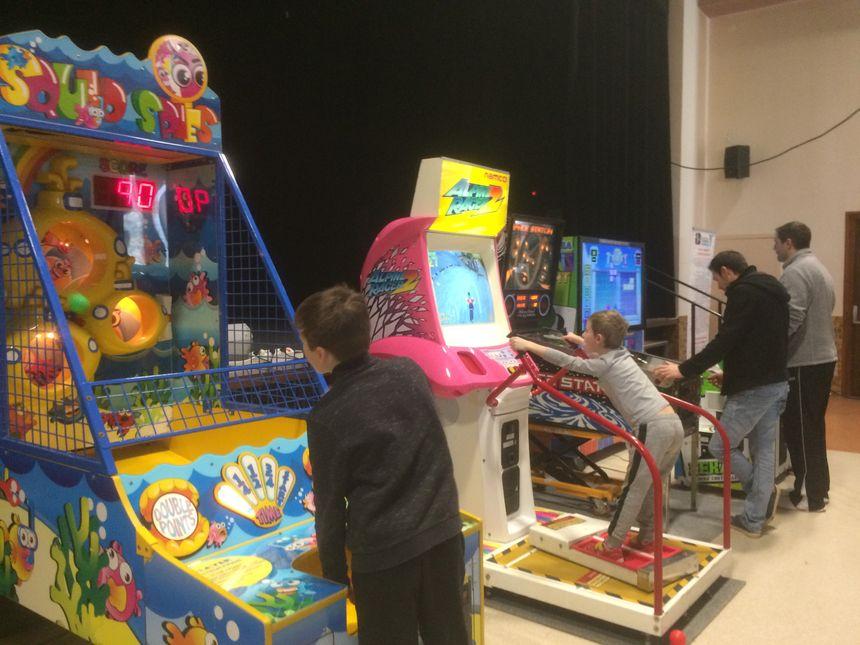 Les enfants ont aussi pu tester un jeu de simulation de ski ou encore un tetris géant