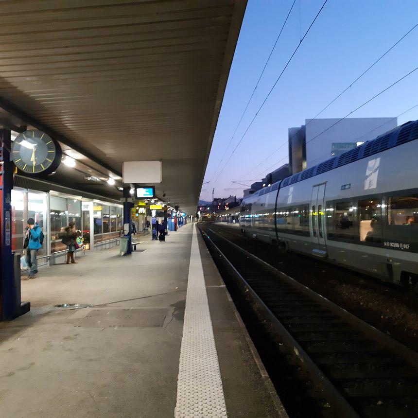 Quai de fin de journée à Grenoble