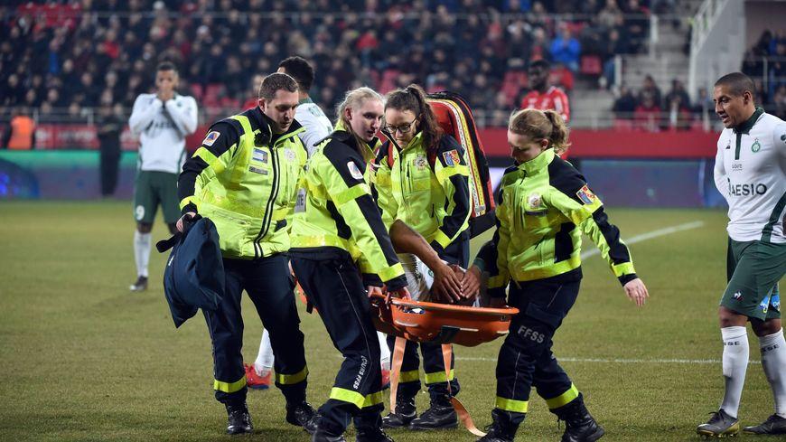 Gabriel Silva sort à l'heure de jeu touché au tendon d'Achille.