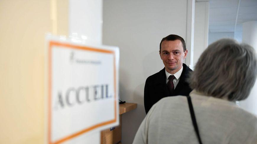 """Olivier Dussopt, secrétaire d'Etat, présente la plateforme """"Place de l'emploi public""""."""