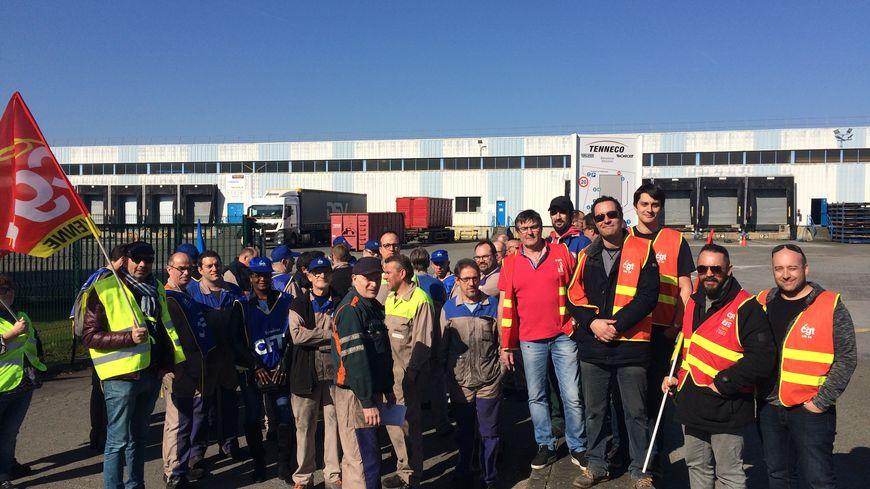 Les salariés de Tenneco ont débrayé ce mercredi matin sur le site de Saint-Berthevin à l'appel de la CGT et de la CFTC.