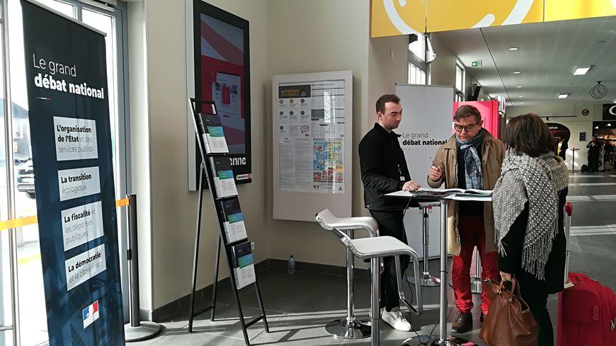 Le Grand débat national s'invite dans la gare de Laval