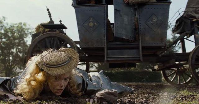 """Sophie Avon : """"Cru, drôle, brillant, féroce… C'est un beau film"""" (ici, Emma Stone dans la boue)"""