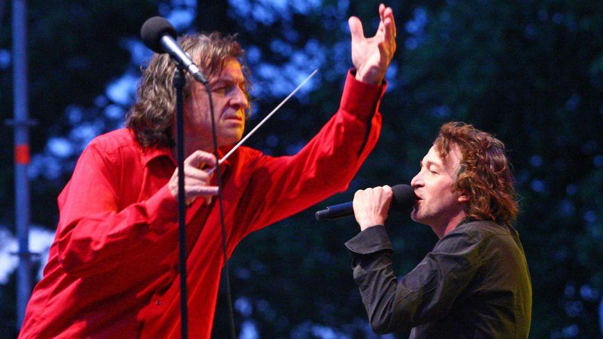 Daniel Tosi (en rouge) aux côtés de Cali / archives