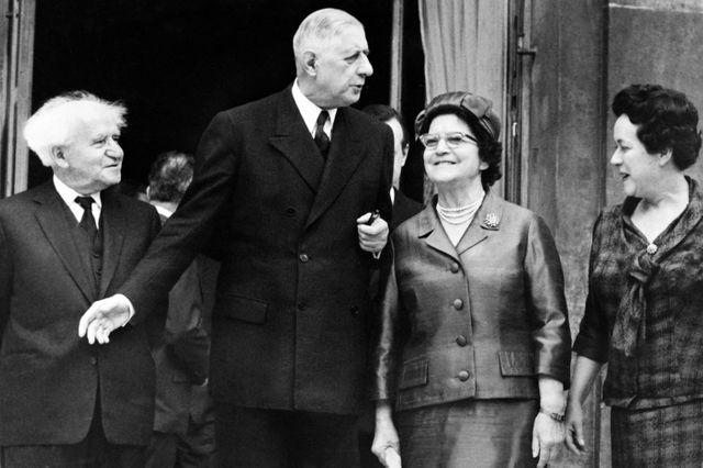David Ben Gourion, Premier ministre israélien et son épouse sont les hôtes à déjeuner du Président de la République Charles de Gaulle et de madame Yvonne de Gaulle le 14 juin 1960 lors de leur voyage en France.