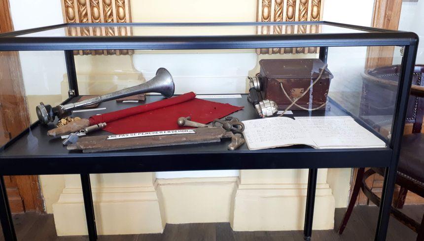 Objets du train à crémaillère exposées au Grand Hôtel de Superbagnères (31)