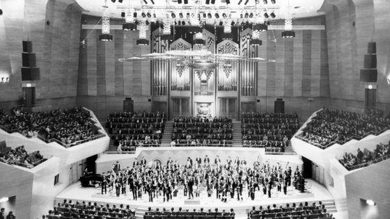 Le NHK Symphony Orchestra joue pour l'ouverture du Suntory Hallz le 12 octobre 1986 à Tokyo - Japon