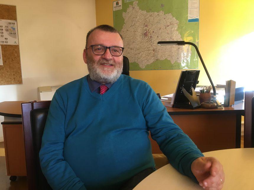 Michel Sauvade, le maire de Marsac-en-Livradois, solidaire des parents en colère.