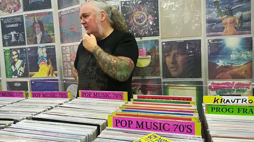 Le 4ème salon dédié aux vinyles et à la bande dessinée se tenait ce dimanche au Sconam à Laval.