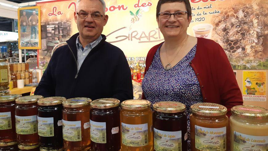 Nicole et Jacques Girard sont producteurs de miel dans le Maine-et-Loire.