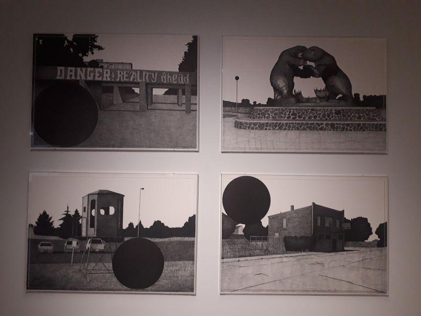 Ces dessins sont faits uniquement au stylo à billes. François Trocquet en est l'auteur. Lui est parti à Detroit.
