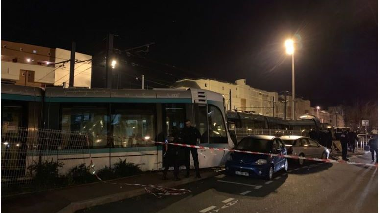 La collision entre deux tramways a fait douze blessés lundi 11 février à Issy-les-Moulineaux