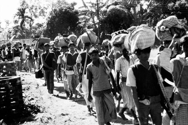 Des réfugiés du Bengale se préparent à retourner dans leur pays, l'ex Pakistan oriental, devenu indépendant sous le nom de Bangladesh après la guerre indo-pakistanaise de 1971.