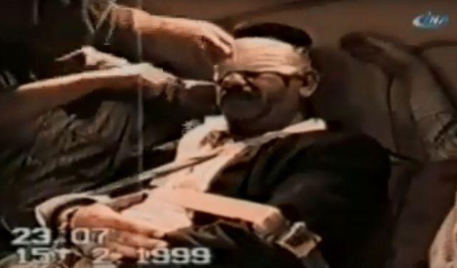 Capture d'écran d'une vidéo prise par les services secrets turcs dans l'avion ramenant Abdullah Ocalan en Turquie après son arrestation