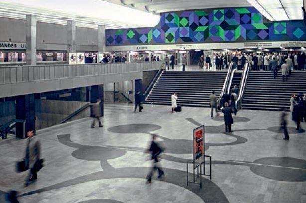 Grand hall de départ de la gare Montparnasse à Paris