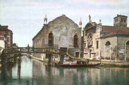 Abbaye et église à Venise vers 1910