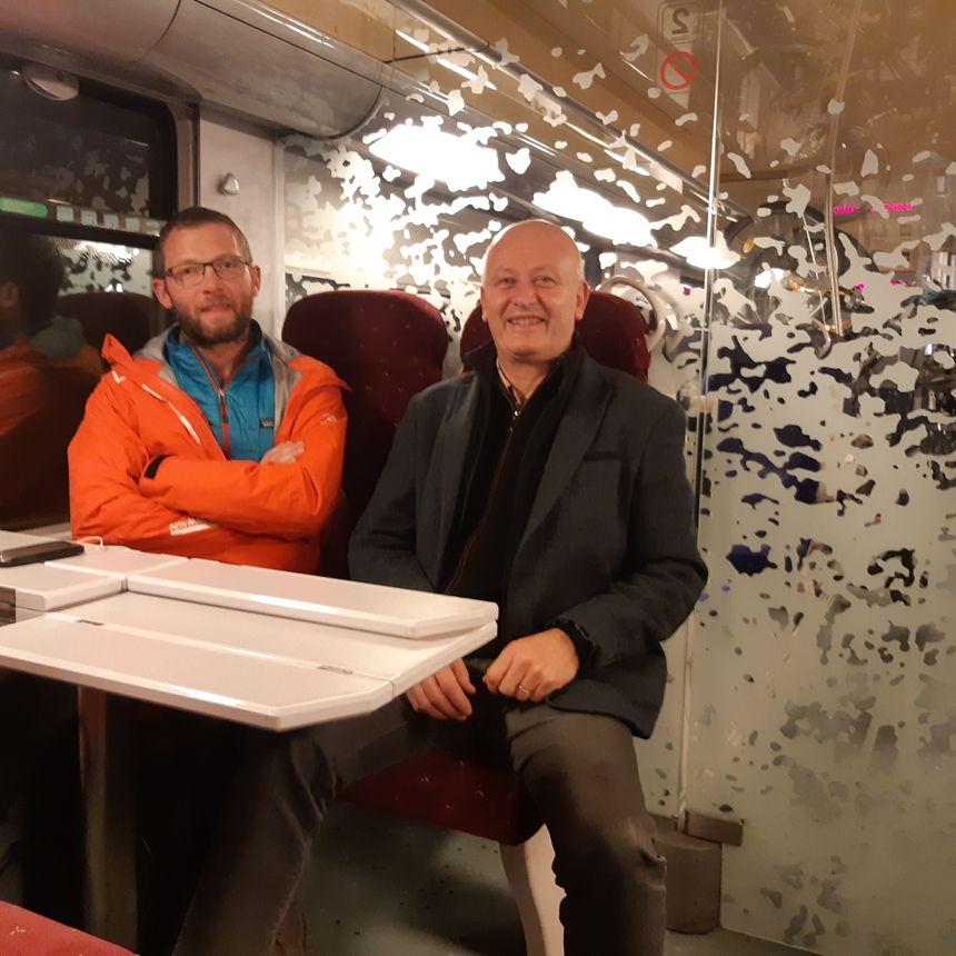 François et Martin se croisent dans le train entre Chambéry et Grenoble
