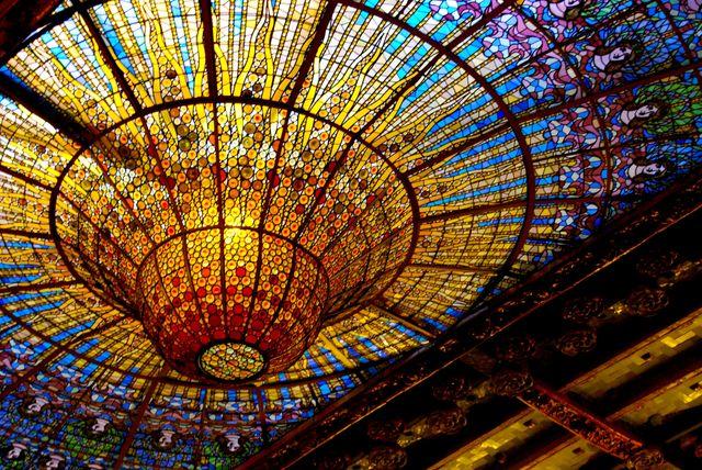 La magnifique verrière du Palau de la Musica