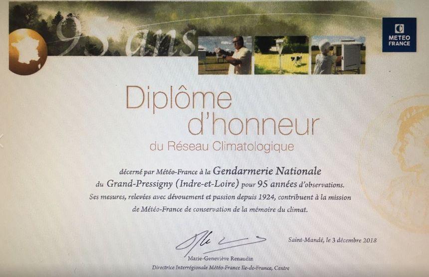 Le diplôme remis à huit gendarmeries d'Indre-et-Loire pour avoir fourni des relevés météorologiques pendant des décennies - Aucun(e)