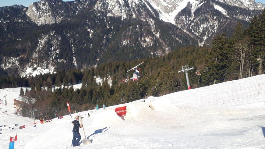 Une cinquantaine de candidats concouraient pour la coupe de France de ski de bosses à Saint-Pierre de Chartreuse.
