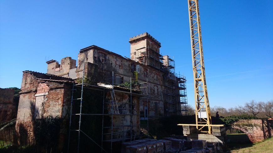 Le château de La Salvetat-Saint-Gilles en plein chantier, le 26 février 2019