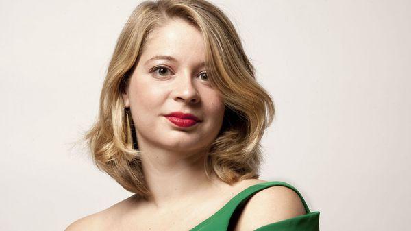 Marie Perbost interprète les hits et la diversité de pièces aussi rares que drôles d'une jeunesse française