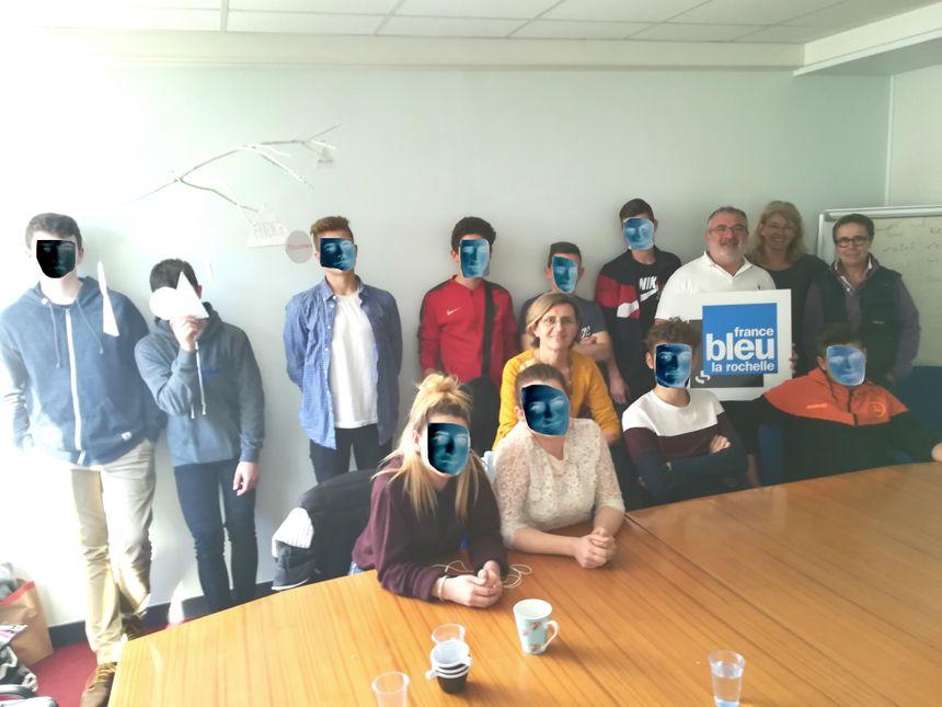 Les mineurs avec les éducateurs de la PJJ , en partenariat avec France Bleu La Rochelle