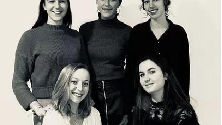 Agathe, Léa, Cassandra, Marie et Manon  organisatrices de la RUN TOURS SCHOOL