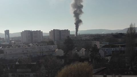La fumée noire a été aperçue jusqu'à Metz
