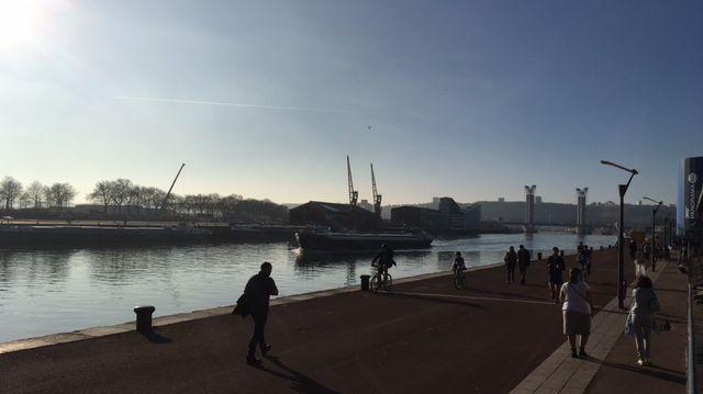 Une ambiance printanière, voire estivale, sur les quais de Rouen ce mercredi après-midi