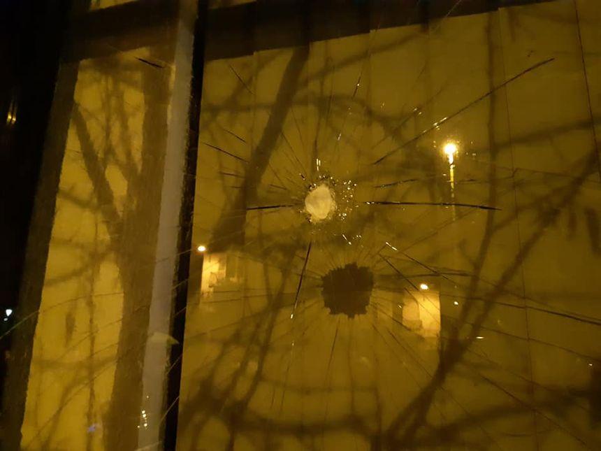 vitrine caillassée à Bayonne