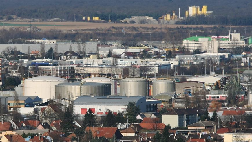 Mulhouse : le dépôt pétrolier bloqué pendant trois heures par des gilets jaunes