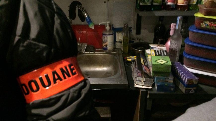 Parmi les cibles des contrôles des douaniers à Paris : les bars à chicha