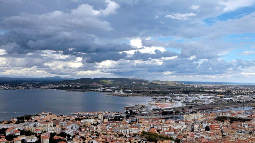 panoramique de la ville de Sète ( illustration)