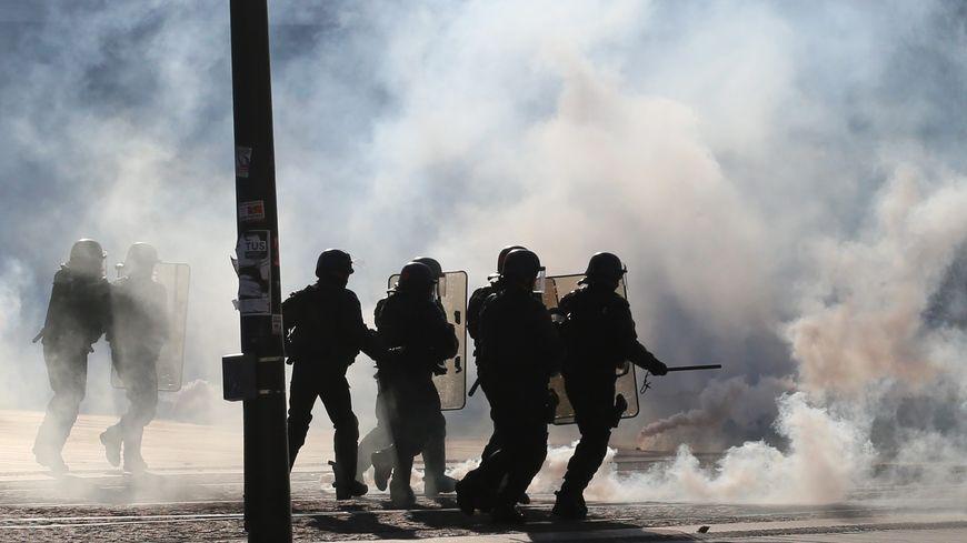 """""""La semaine dernière, il y avait moins de 10% de gilets jaunes parmi les manifestants"""", regrette un CRS."""